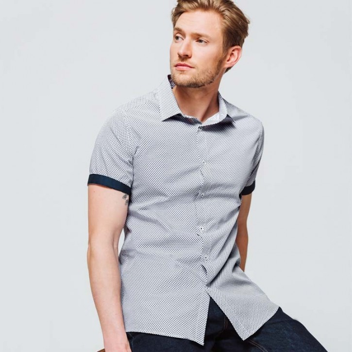 Slim shirt with short sleeves